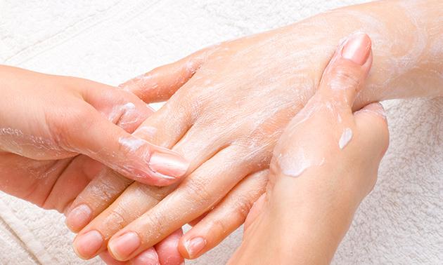 Fashion nails by Helen, Manicurebehandeling of kruidenpeeling