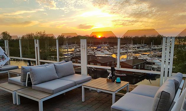 Four Lounge & Leisure