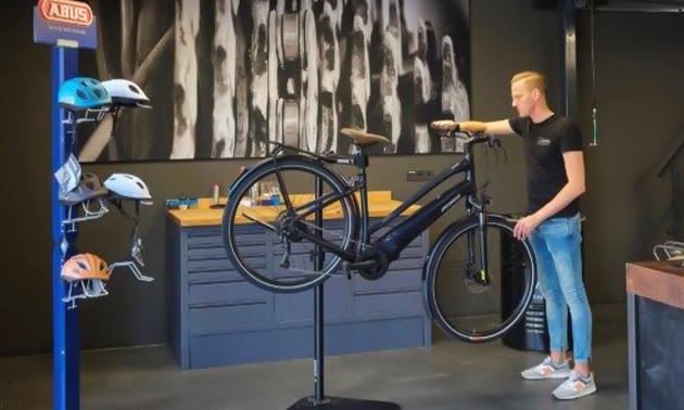 Roberto Bikes & Scooters
