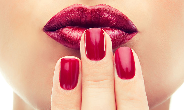 Manicurebehandeling + evt. gellak óf gelnagels