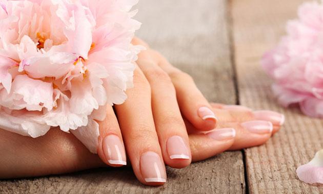 Manicurebehandeling + gellak (45 min)