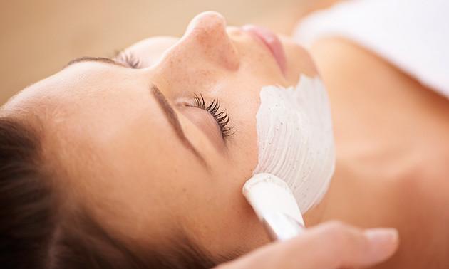 Huidverbeterende gezichtsbehandeling (60 of 75 min)
