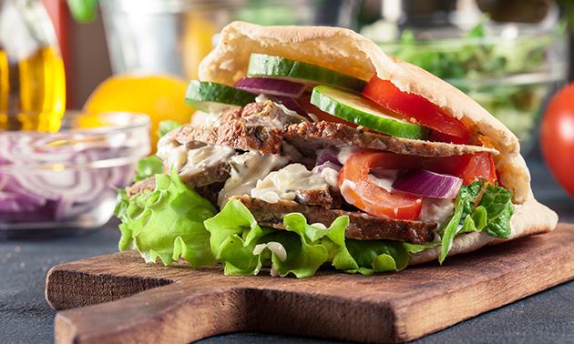 Afhalen: broodje döner of falafel + friet met saus + drankje