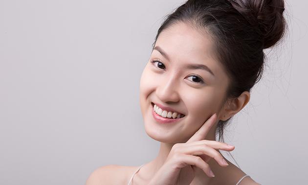 Huidverbeterende gezichtsbehandeling(en)
