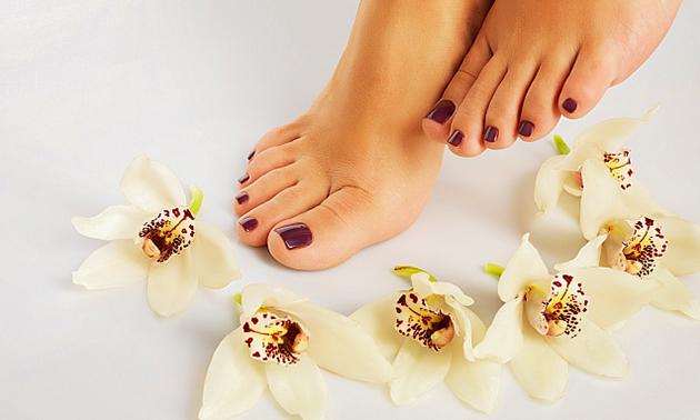 Pedicurebehandeling + voetreflexmassage en/of gelpolish (60 min)