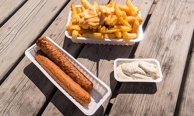 Friet + saus + snack + blikje fris