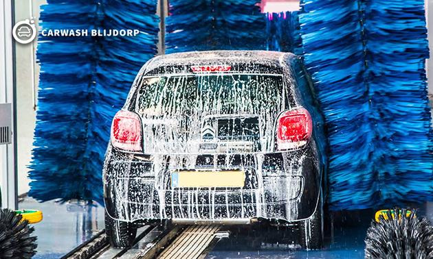 Autowasbeurt + desinfecterende interieurreiniging