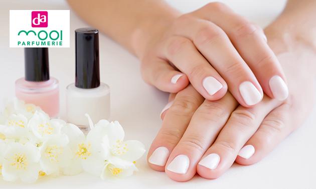 Manicurebehandeling (45 min) + evt. nagels lakken
