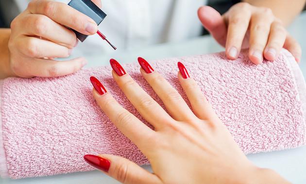 Manicurebehandeling + gellak (45 minuten)