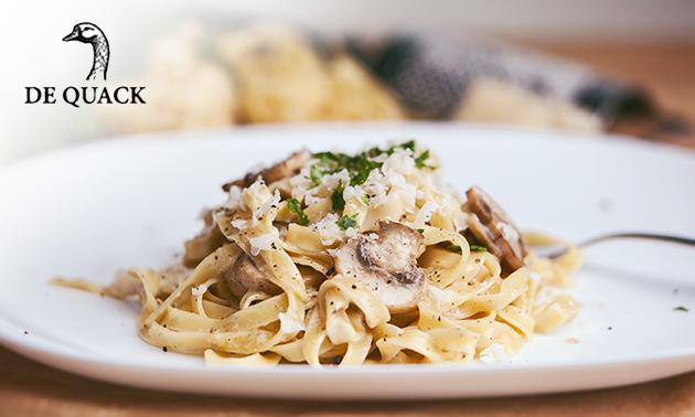 Thuisbezorgd of afhalen: pasta naar keuze + tiramisu