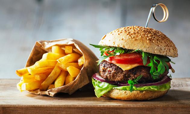 Hamburger + friet bij El Olivo in hartje Utrecht