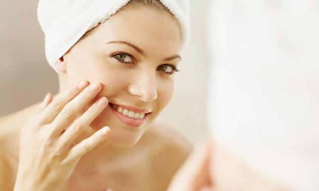 Huidverbeterende gezichtsbehandeling naar keuze