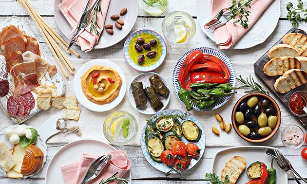 Thuisbezorgd of afhalen: tapasbox met 12 gerechten