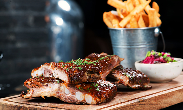 All-You-Can-Eat spareribs op het terras bij The Five Bells