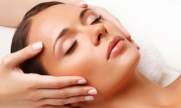 Gezichtsbehandeling + massage (60 min)