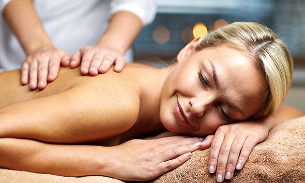 Massage naar keuze + voetenbadje (60 min)