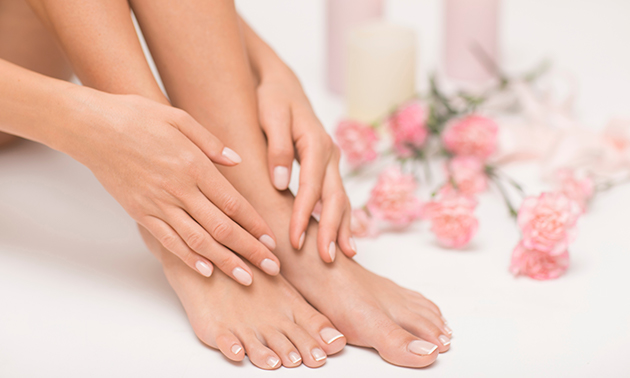 Manicure- of pedicurebehandeling + gellak + massage
