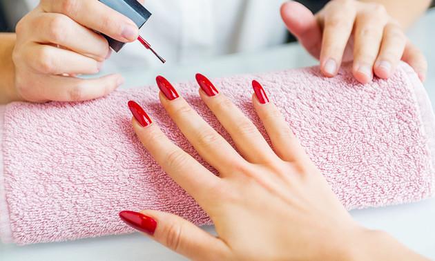 Manicurebehandeling + gellak (60 min)