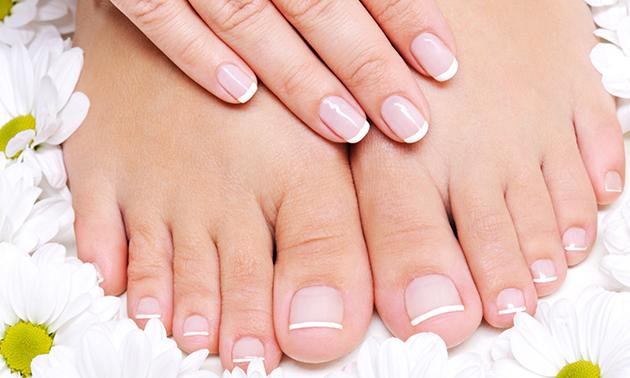 Manicure- of pedicurebehandeling + gellak
