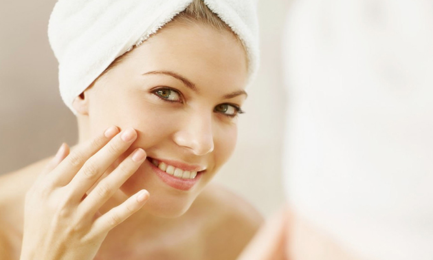 Microdermabrasie-gezichtsbehandeling