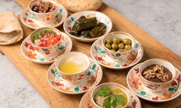 Afhalen: mezze-plateau + Libanees platbrood