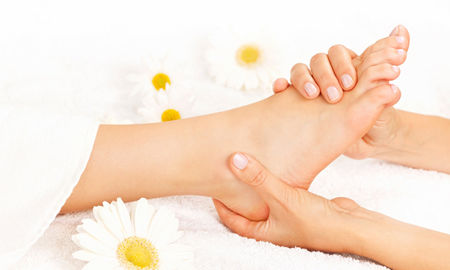 Pedicurebehandeling + gellak (60 min)