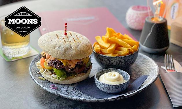 Burger + friet + drankje in hartje Nijmegen