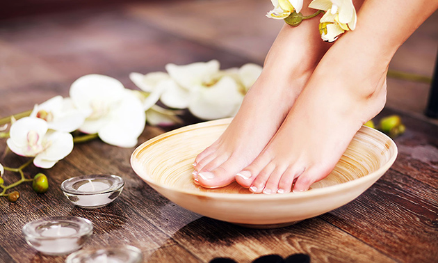 IBX-nagelkuur of pedicurebehandeling + gellak (60 min)