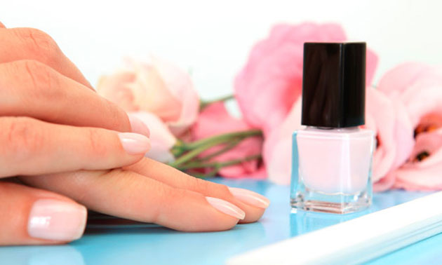 Manicurebehandeling (45 min) + nagellak of gellak