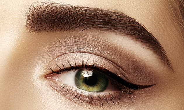 Henna brows of microblading