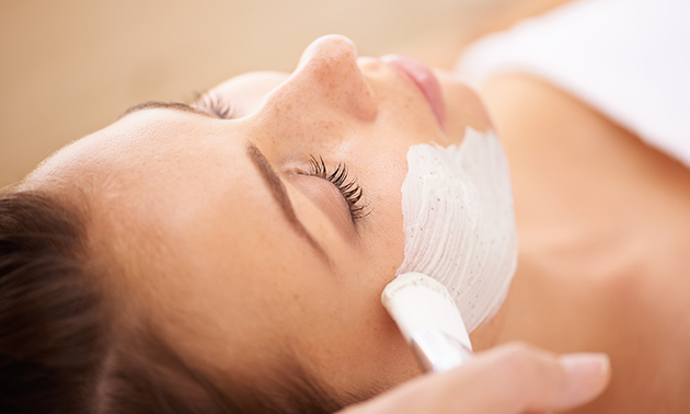 Henna brows of gezichtsbehandeling (60 of 90 min)