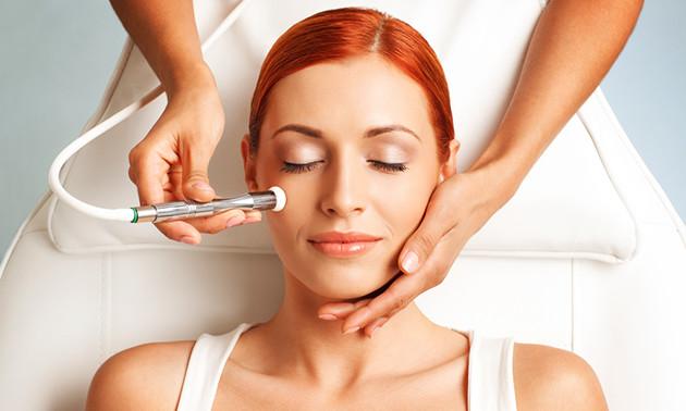 Acnebehandeling of huidverbeterende gezichtsbehandeling
