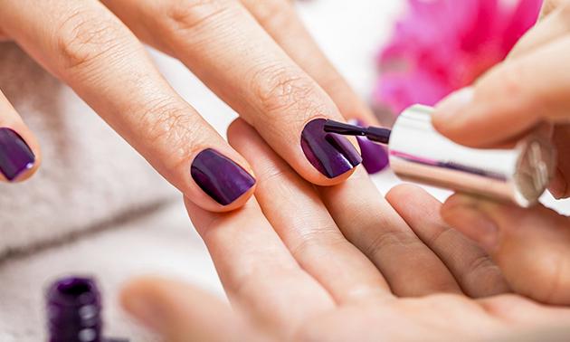 Gellak + evt. manicurebehandeling (60 min)