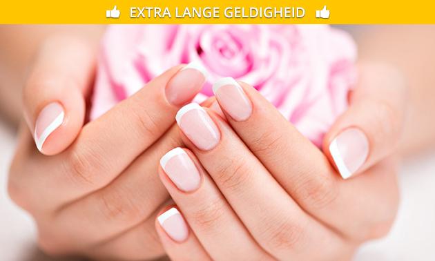 Manicurebehandeling(en) + evt. gellak en paraffinepakking