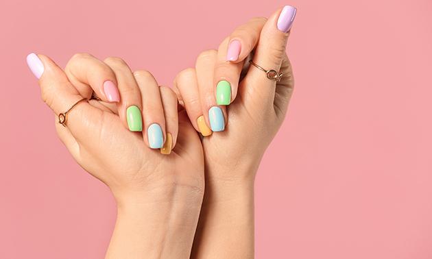 Manicurebehandeling evt. + gellak (45 à 60 min)
