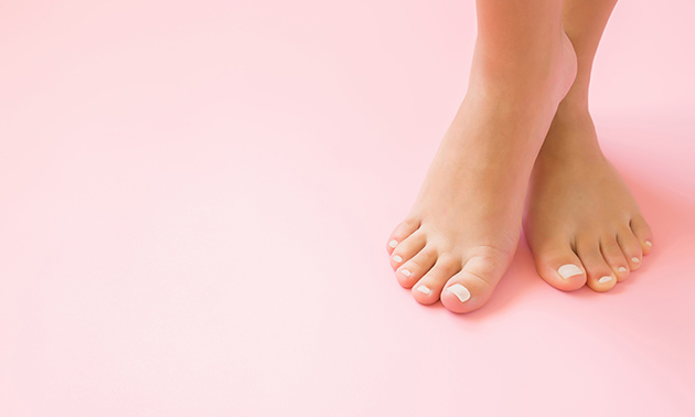 Spa-pedicurebehandeling (90 min) evt. + gellak