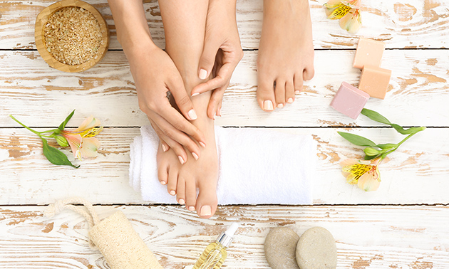 Manicurebehandeling of footspa treatment + gellak