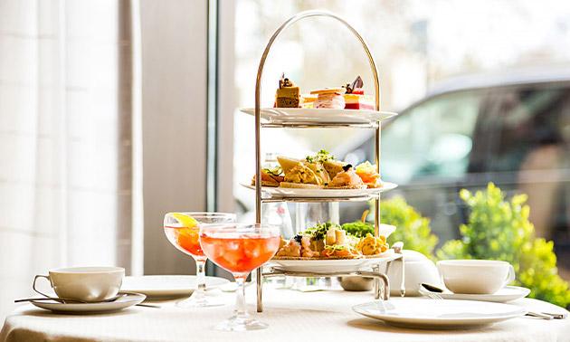 High tea (2,5 uur) + glas bubbels bij Villa Beukenhof