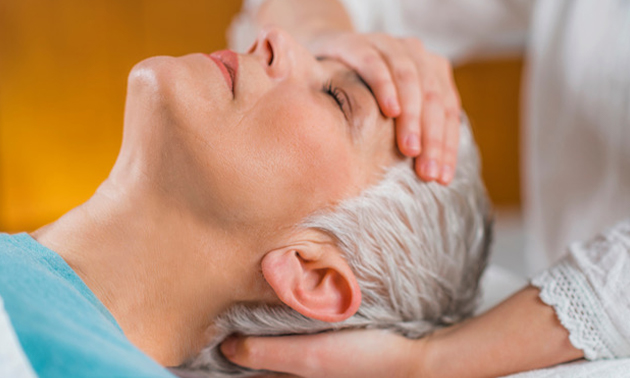 Massagebehandeling (60 min) + 2 online yogalessen